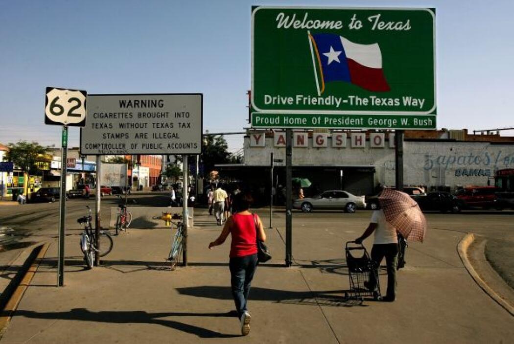 Muchos han optado por mudarse a vivir a El Paso, Texas, en busca de un n...
