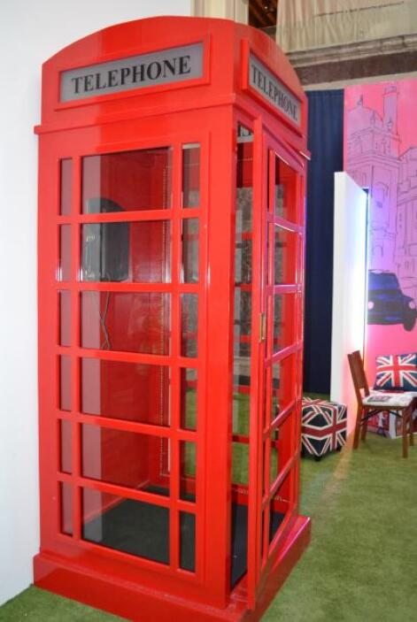La exposición incluye muestras interactivas, además de objetos referente...