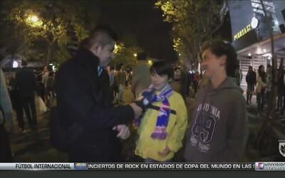 Dos chicos españoles que son fanáticos de 'Chicharito' y de otros jugado...