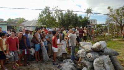 Bolivia enviará a Cuba una ayuda de 120 toneladas en agua y alimentos pa...