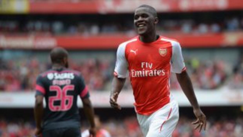 Arsenal se impuso al Benfica por goleada en la Emirates Cup.