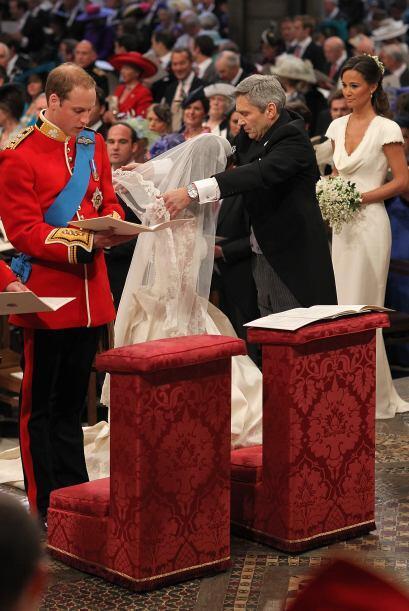 La entrega de la novia al Príncipe Guillermo.