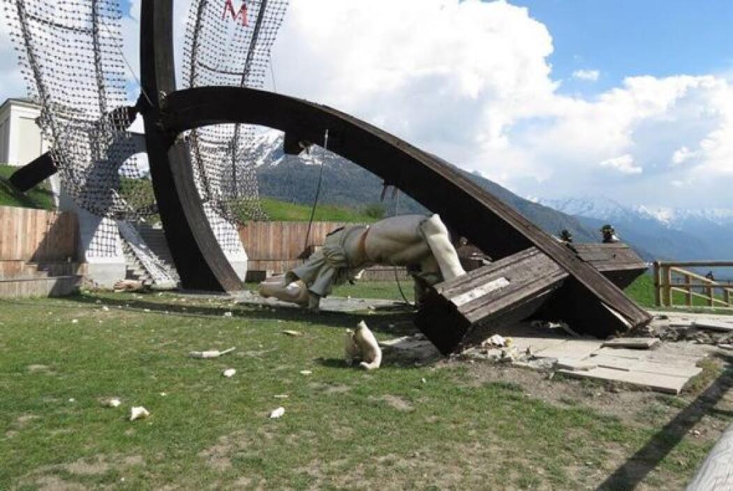 Fuertes vientos en Civo, Italia, una zona de los Alpes, derribaron el ju...