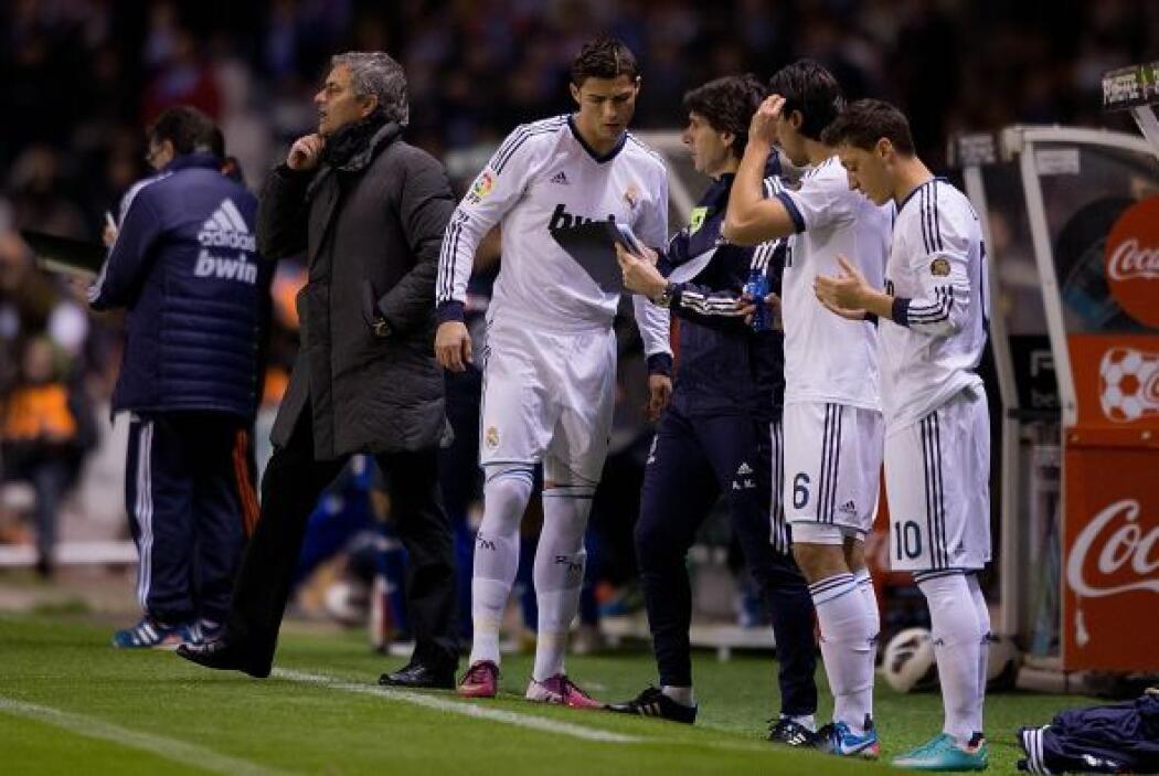 Mourinho tomó acciones e hizo entrar a Ozil y Cristiano Ronaldo.