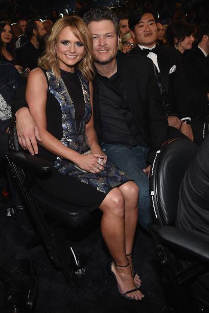 Miranda Lambert y su esposo Blake Shelton, bien juntitos y muy felices,...