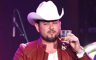 Cantante Roberto Tapia, demandado por mantener supuestas relaciones sexu...