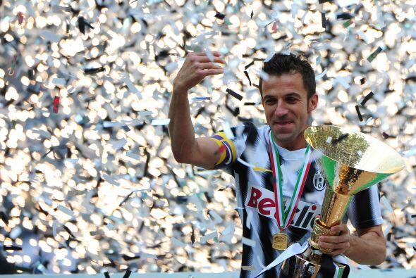 El ídolo italiano lideraba las celebraciones desde lo alto del es...