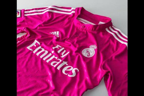 El Real Madrid sorprendió a todos con un diseño rosa para jugar como vis...