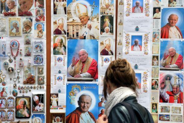 También están a la venta en el Vaticano las agendas y los calendarios of...