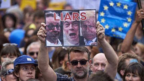 Una protesta contra los líderes de la campaña del Brexit....