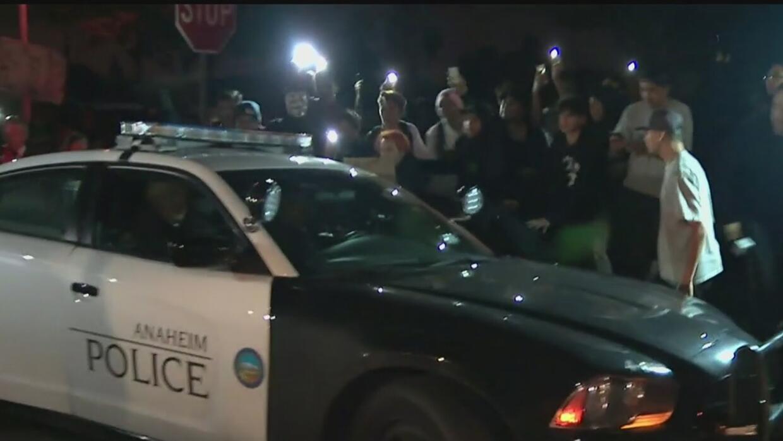 Confrontación entre un policía y varios jóvenes desata fuertes protestas...