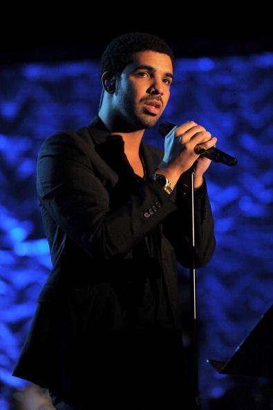 """¡Otro artista que tuvo mucha fama este año fue Drake! Su canción """"Hold O..."""
