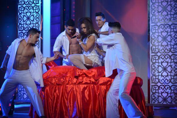 Se entregó al público que siempre la ha apoyado con una enorme sensualid...