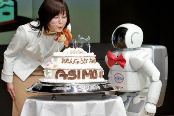 ASIMO es tan querido en su país que sus excéntricos compatriotas celebra...