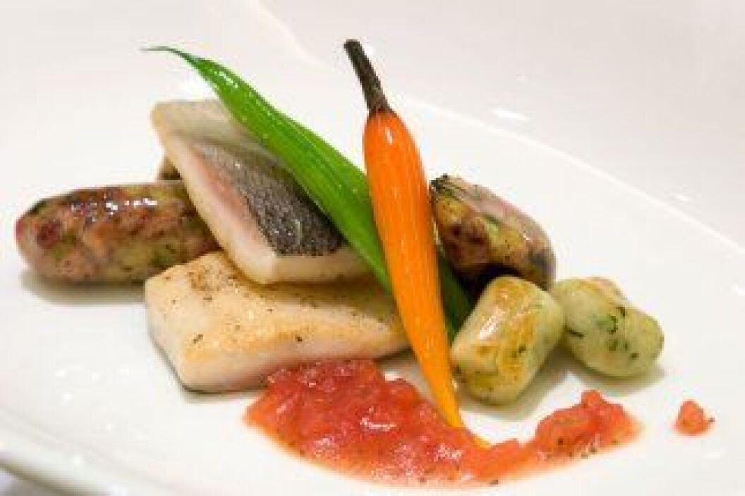 Pescado con adobo: A tu pescado favorito le agregamos achiote, ajo, pimi...