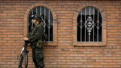 Las autoridades de Colombia detuvieron a 20 integrantes de bandas crimin...