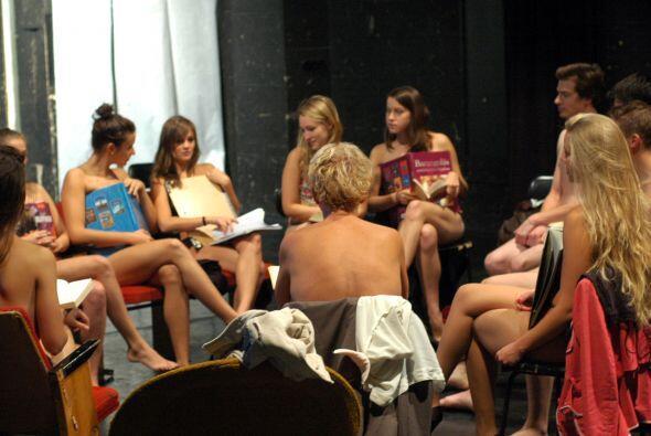 Estudiantes de la universidad húngara de la ciudad de Kaposvar asisten a...