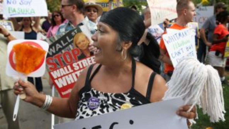 Una residente de Fresno protesta en contra de Whitman y en favor de Nick...