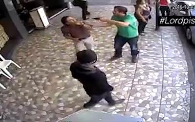 En video: encañonan y golpean a un hombre a plena luz del día en Ciudad...