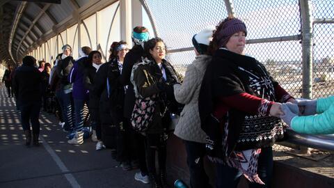 Protestas a lo largo de la frontera entre México y Estados Unidos contra...