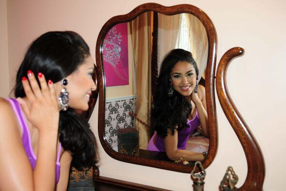 Nabila nos presumió su enorme espejo, el cual seguramente usar&aa...