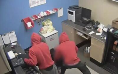 En video queda registrado violento atraco en una tienda en Texas