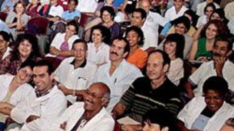"""Médicos cubanos huyen a EU, vía Colombia, reveló el diario """"El Tiempo"""" 7..."""