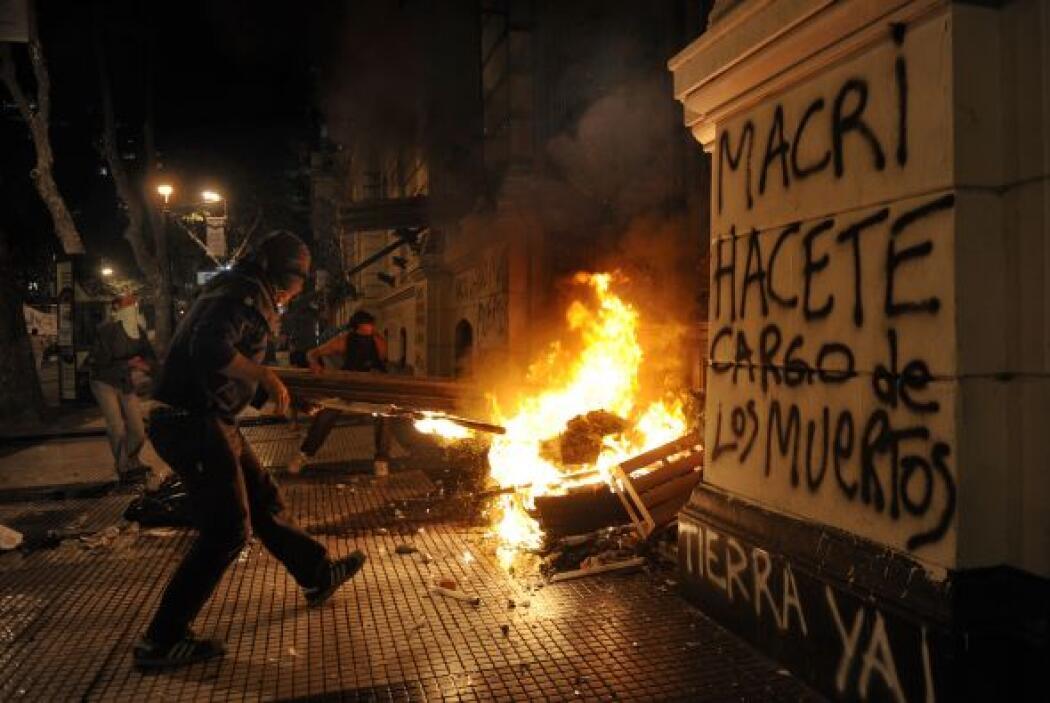 """Una mujer suplicaba a gritos: """"¡Queremos que vuelva la policía!"""", en med..."""
