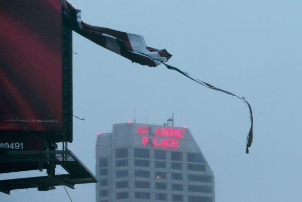 El arribo de Sandy desató una serie de cancelaciones de vuelos e...