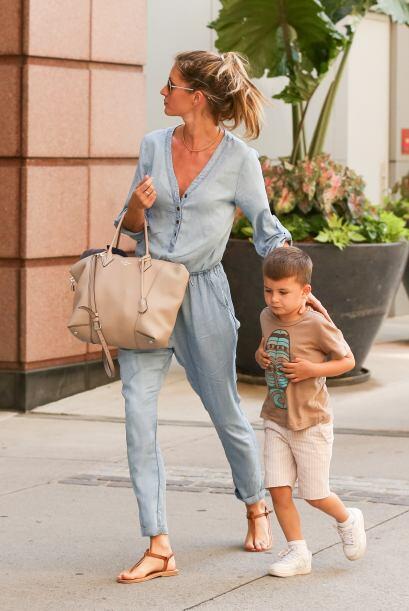 La súper modelo brasileña Gisele Bündchen quién es madre de Benjamin y q...