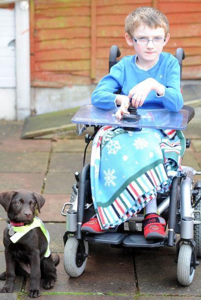 Ben es un niño de siete años que sufre atrofia muscular espinal tipo 1,...