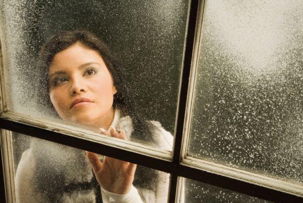 Busca fugas de aire. Revisa alrededor de las puertas y ventanas para per...