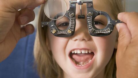 El examen de visión es importante para el aprendizaje de los chicos