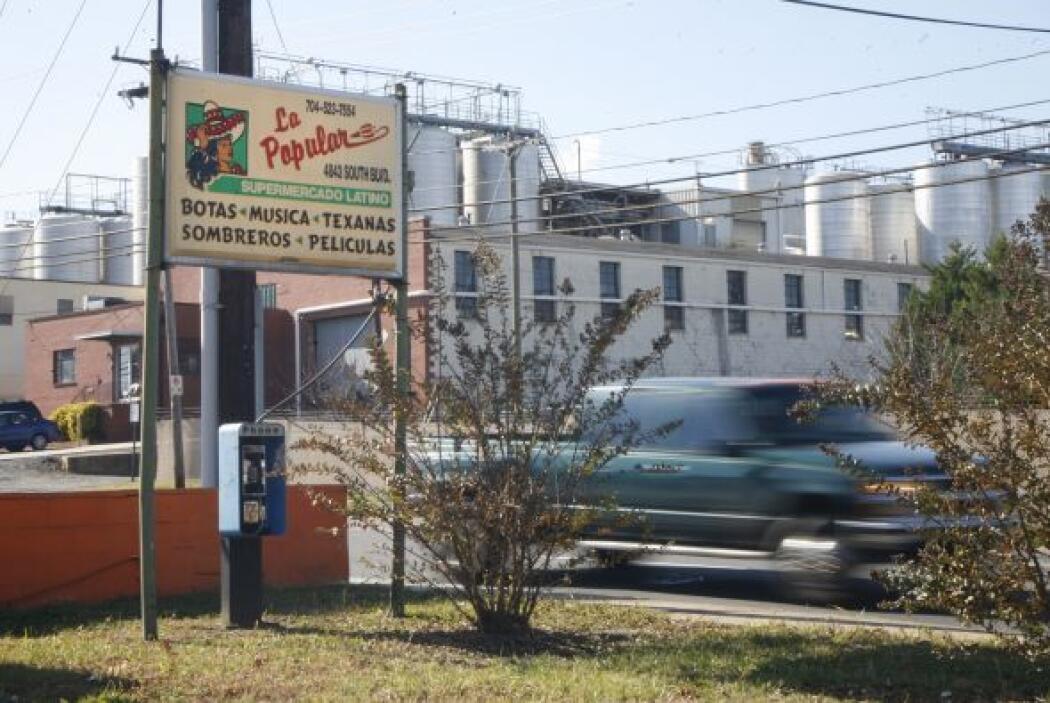 Dos de los detenidos trabajaban en un negocio dentro de este Supermercad...