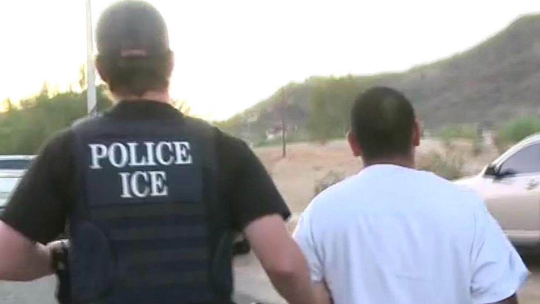 Abogados recomiendan a inmigrantes preparar documentos en caso de ser de...