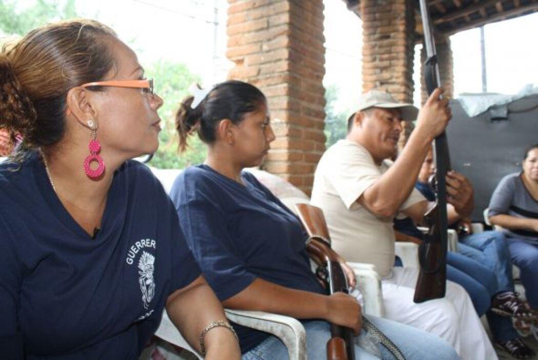 Algunas de tacón, con uñas pintadas y bien maquilladas, realizan patrull...
