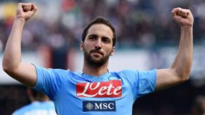 El 'Pipita' lideró el triunfo de los napolitanos con sus tres goles.