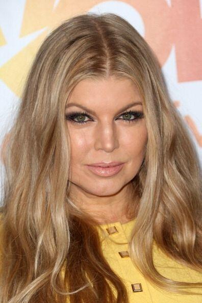 """Otra famosa que llevó un maquillaje """"cara lavada"""" fue Fergie. A diferenc..."""