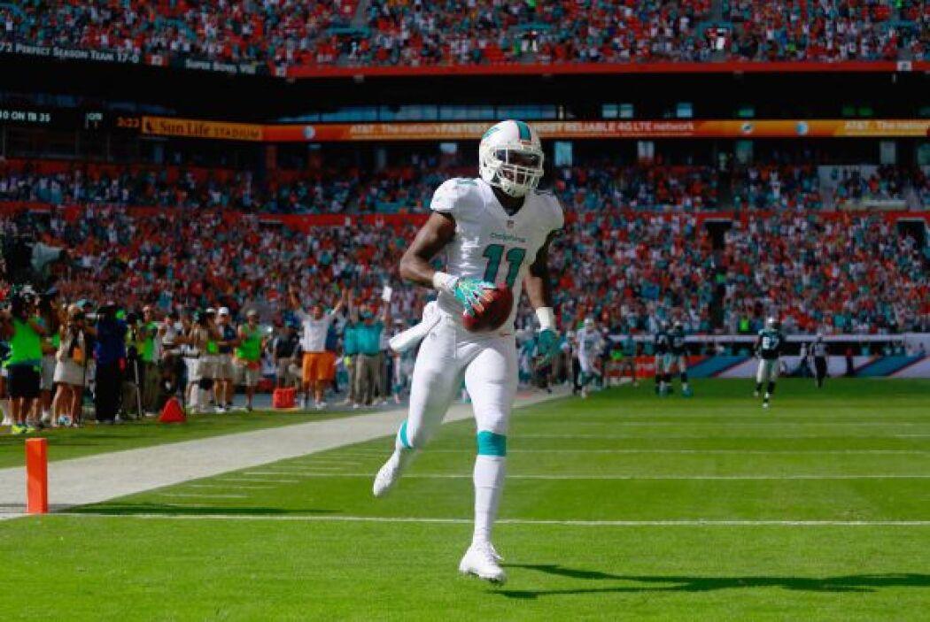 El primer touchdown del partido, un pase largo de 53 yardas para Mike Wa...