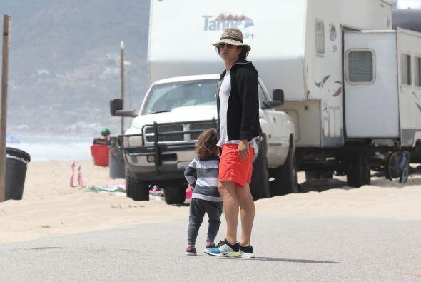 Tras el susto padre e hijo salieron rumbo a la playa a seguir con la div...