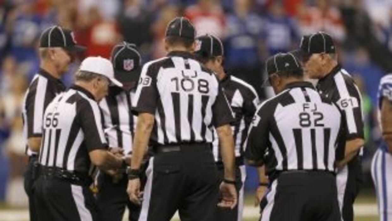 El cuerpo de oficiales en la NFL podría añadir otro par de ojos para evi...