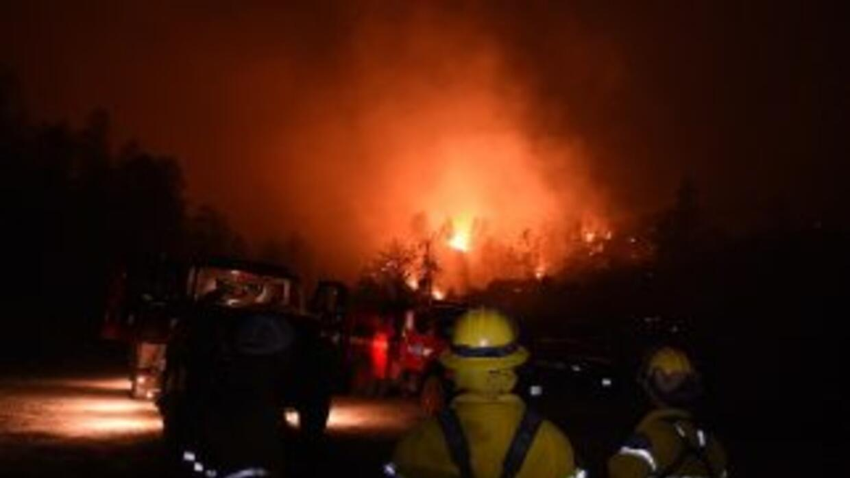 El incendio Valley Fire sigue ardiendo en Middletown, California.