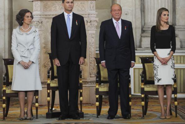 Como suele hacerlo la familia real desde hace 40 años.