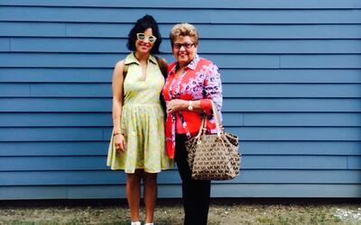La autora Nicole Martínez con su abuela