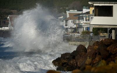 Oleaje causado por El Niño en Mondos Beach, California