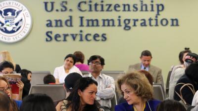 Una oficina el Servicio de Ciudadanía y Naturalización de...