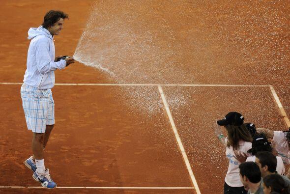 21.- En la temporada 2010 de tierra batida se llevó tres Masters 1000 se...
