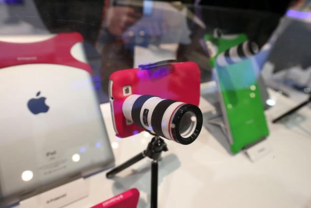 Polaroid lanzó un lente que se adapta al iPhone.
