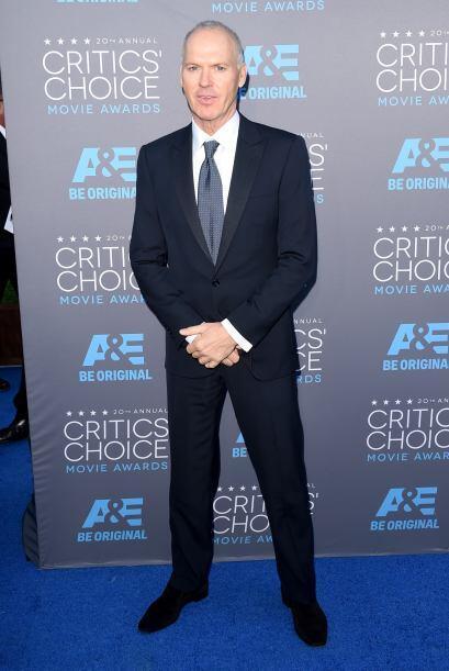 Muy serio apareció el actor Michael Keaton, quien fue luci&oacute...