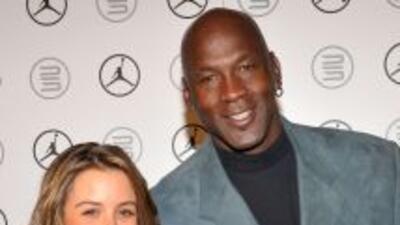 El legendario Michael Jordan se comprometió en matrimonio con su novia d...